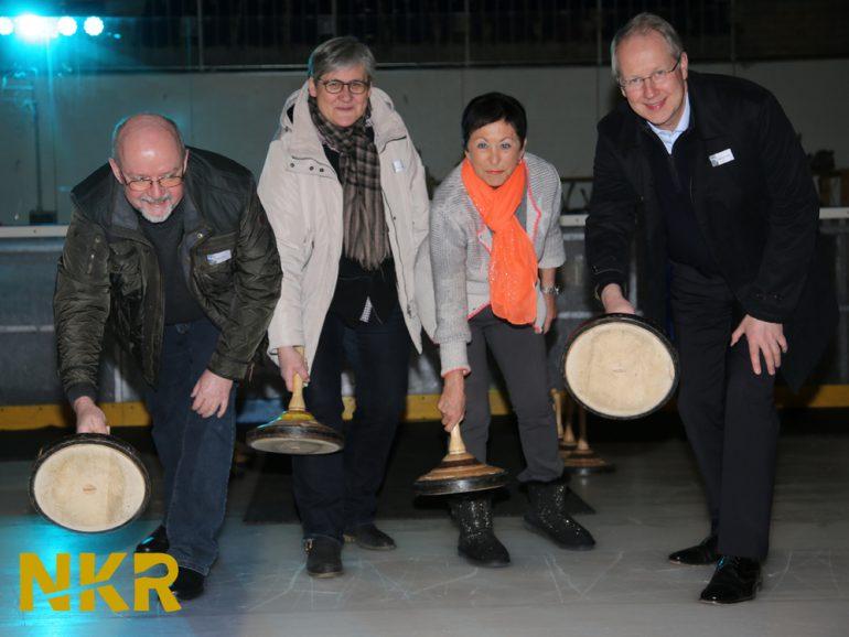 """""""Wirtschaft trifft Politik"""" beim 4. NKR-Eisstockschießen"""